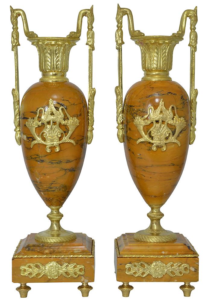 paire de vases en marbre de style empire clock prestige. Black Bedroom Furniture Sets. Home Design Ideas